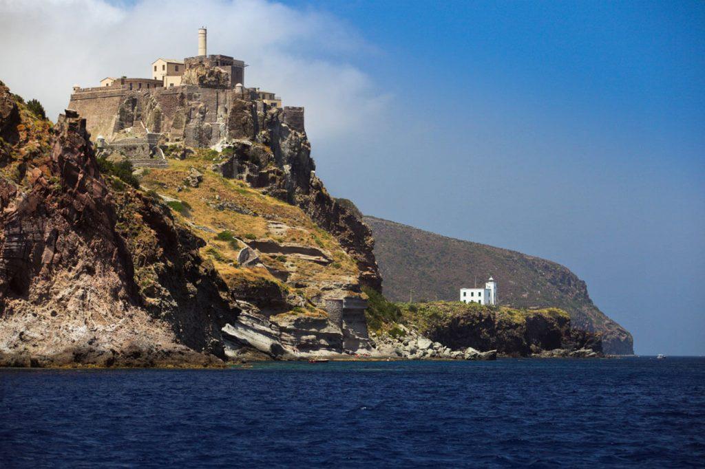 Capraia - Welcome Charter - Boat and yacht charter - noleggio di yacht e barche