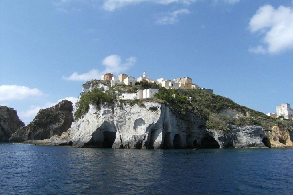 Ponza - Welcome Charter - Boat and yacht charter - noleggio di yacht e barche