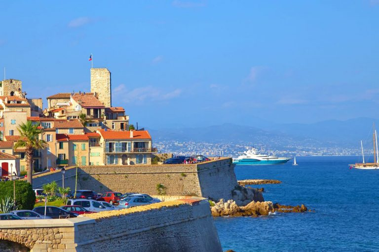 Antibes - Welcome Charter - Boat and yacht charter - noleggio di yacht e barche